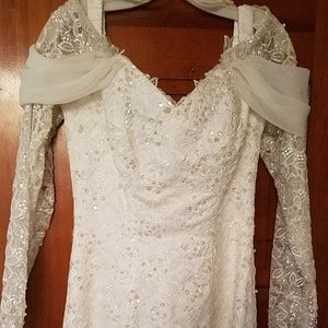 Size 10 Bead and lace wedding gown